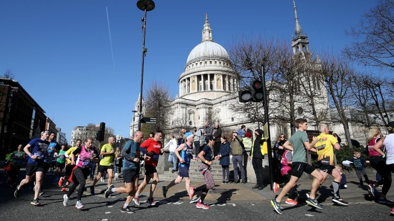 London Landmarks Half Marathon runners passing St. Paul's Cathedral